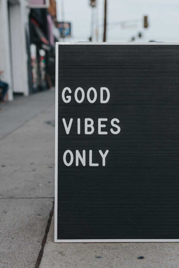 Live Vibrantly Good Vibes Only